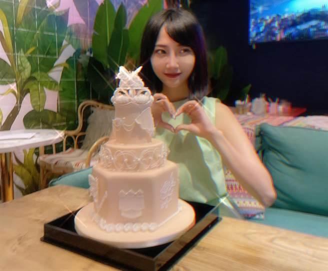 黎晏孜花費四天時間製作的糖霜蛋糕。(戴志揚翻攝)