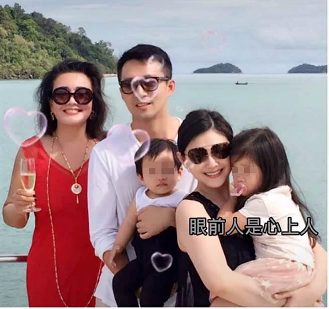 張蘭不時會分享一家人出遊照。(圖/翻攝自微博)
