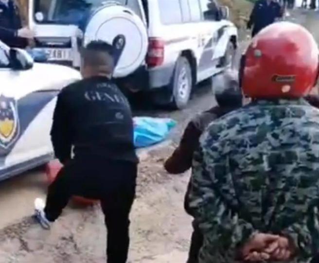 8歲男童上學途中遭3惡犬咬頸慘死 陸飼主遭警方逮捕(翻攝網易新聞)