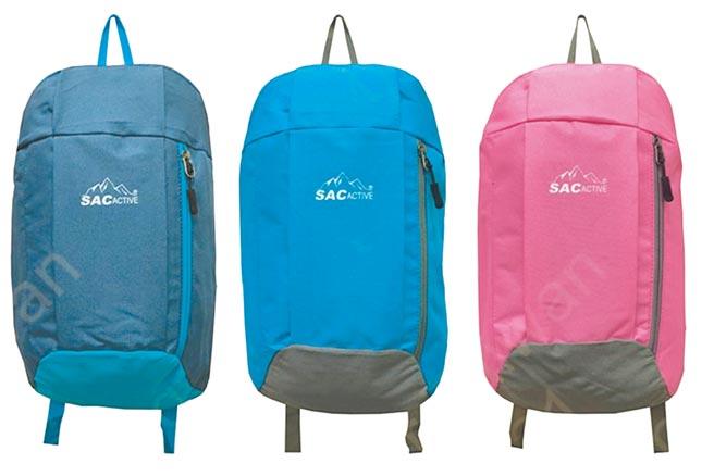 家樂福SAC休閒背包,小巧耐裝,容量約10公升,98元。(家樂福提供)