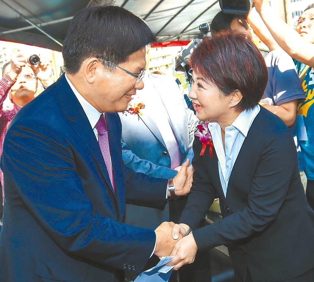 台中市長盧秀燕(右)、林佳龍(左)。(資料照片)