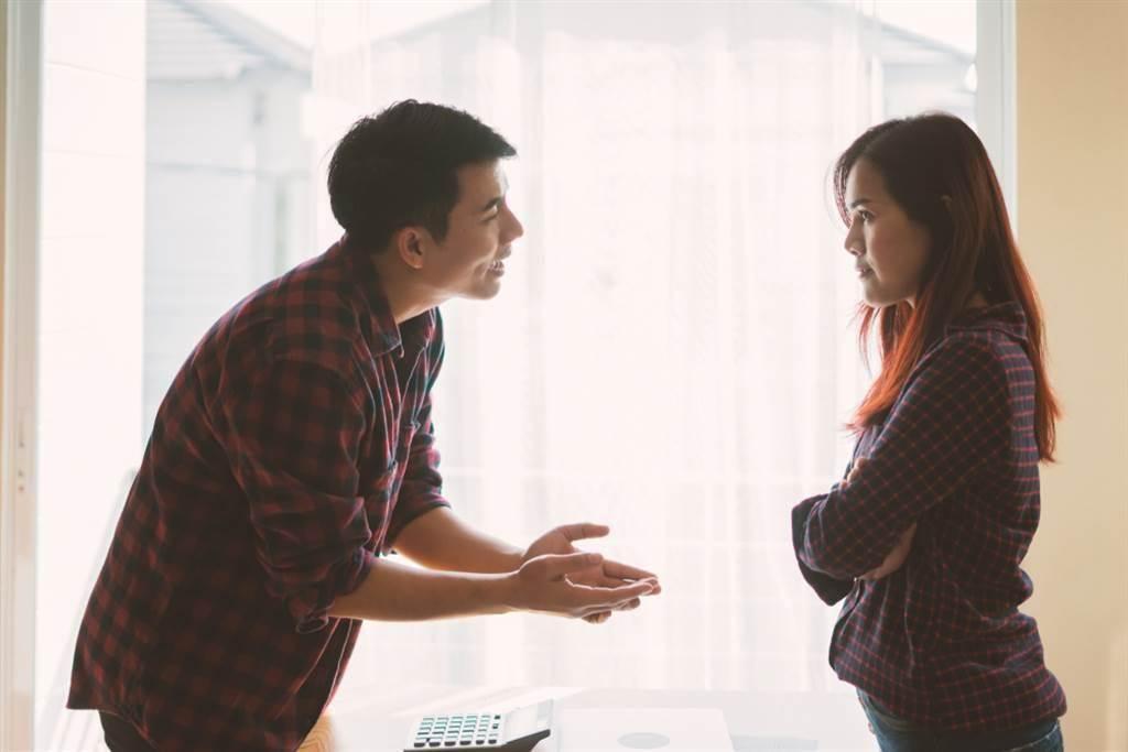 人夫受不了妻子引用聖經訓斥25年,訴請離婚法官判准。(示意圖/達志影像)
