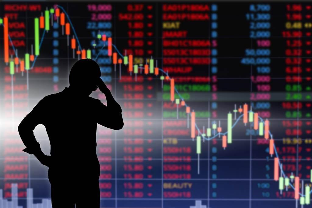 台股屢創新高,股民分享自己的投資經歷,感嘆賣的股票都變飆股。(圖/shutterstock)