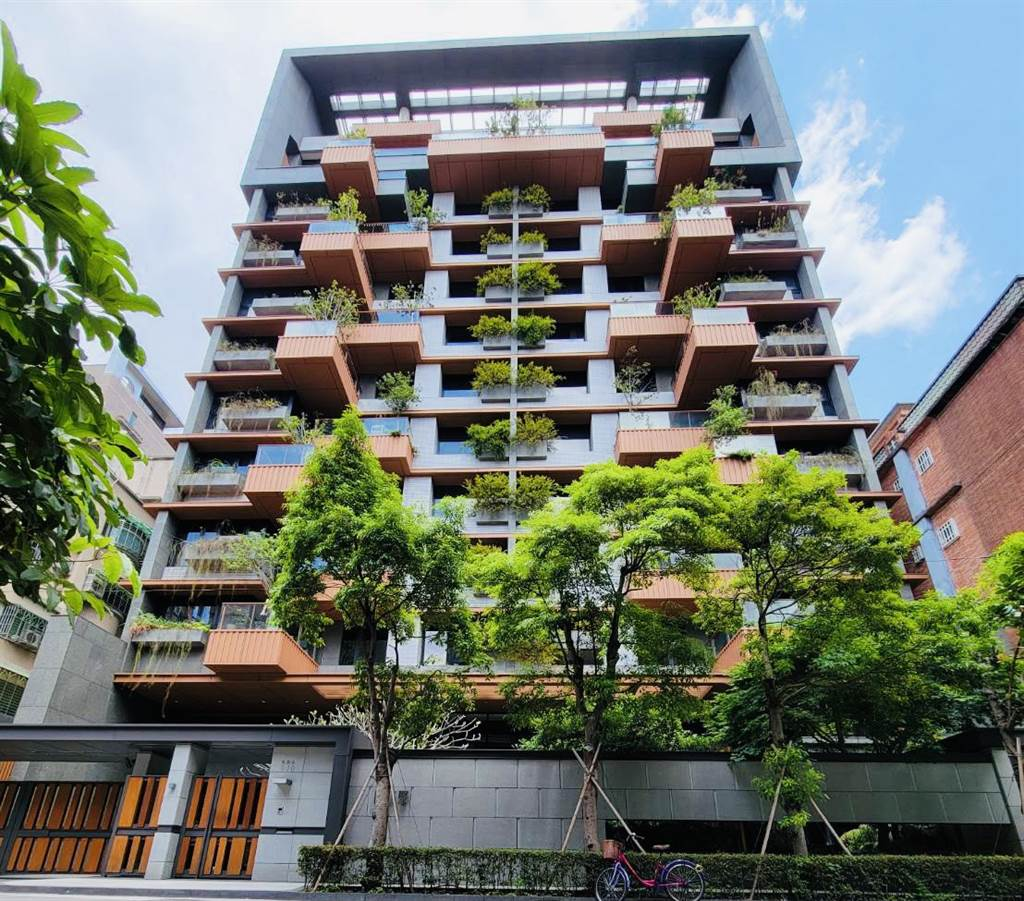 新北市成為六都中新興綠建築最多的城市,圖為位於新北蘆洲的綠建築「陸江聚」。(台灣房屋提供)
