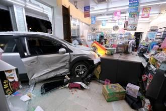 北市車禍 疑爭吵闖紅燈釀禍 超商飛來橫禍遭撞 顧客骨折送醫