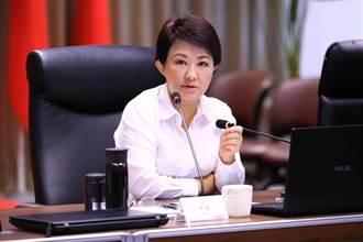 盧秀燕支持度勢不可擋 網:民進黨一粒頭抱著燒