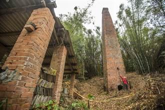芎林發現超過半世紀17米高紅磚方形煙囪 期盼修復重見昔日風貌