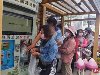 台南推無包裝洗衣精補充站 7年省下的空瓶堆疊37座101大樓