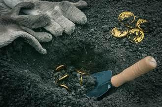 找不到祖父寶藏 數十年不敢賣房 雇「尋寶獵人」開挖驚見130萬
