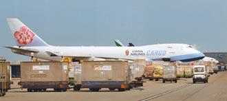貨機機師再添二例確診 華航打疫苗優先 不排除停飛