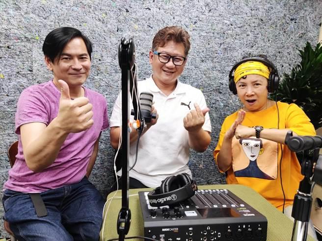 Podcast《金馬講》本集邀請周大欽道長(中)暢聊拜拜秘訣。(艾迪昇傳播提供)