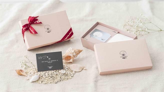 圖五:HOLA母親節禮物卡禮盒,內附價值3000元禮物卡、可隨身攜帶香氛片10入、小卡片。(HOLA提供)