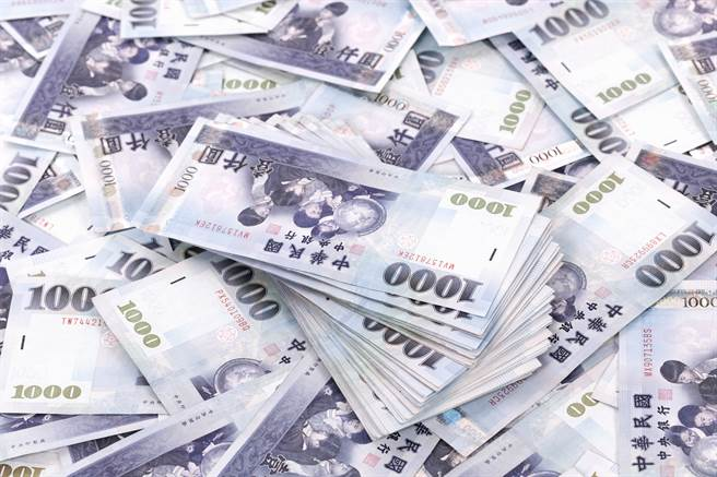 新台幣兌美元匯率今(26日)大升1.52角,收27.959元兌1美元,再現27字頭。(圖/達志影像)