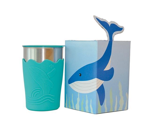 中鋼2020年股東會紀念品,鯨彩都繪抗菌鋼杯。(中鋼提供)