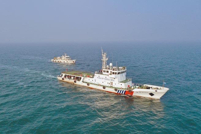 在中日官員就釣魚台議題交火時,中國海警船25日進入釣魚台海域巡航。圖為2020年山東煙台海警局的船艦。(中新社)
