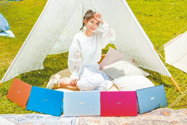 藝人紀卜心出席宏碁上周六(24日)舉辦的「Acer Swift輕纖時尚風格野餐日」,現場更帶來全新Swift 3新色及新款Swift Evo上市。(宏碁提供)