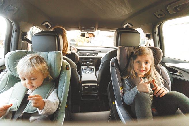 自9月1日起,2岁以下幼童搭乘汽车时应乘坐后向式安全座椅,违规可处1500元至3000元罚锾。图为挪威BeSafe汽车安全座椅情境图。(科育公司提供)