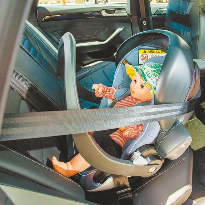贴心小提醒/安全带应确实固定若车辆未配备ISOFIX,儿童汽座必须藉由安全带固定,购买前应试装,以确认安全带长度是否足够。(石智中摄)