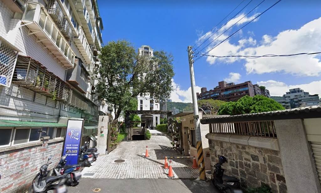 「玖伍隱」位台北市北投區天母西路117巷66、68號,曾擁有單價百萬元俱樂部、上億豪宅光環。(翻攝自Google地圖)
