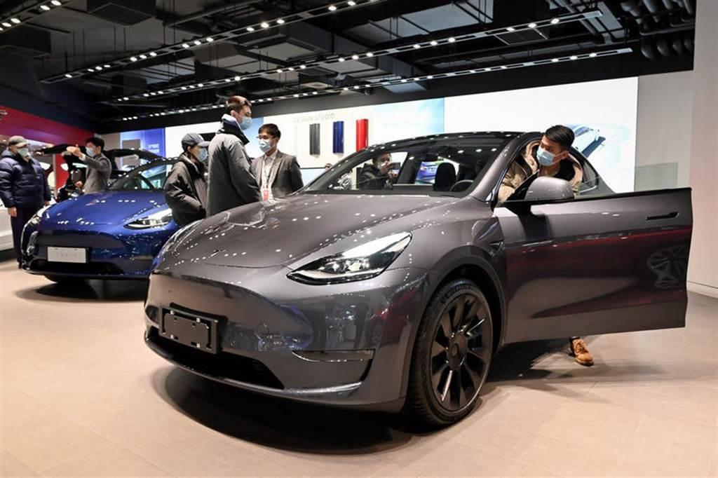 超越 BMW 3 系列和賓士 E Class,特斯拉宣告 Model 3 成全球最暢銷豪華房車