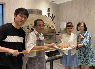 遠百第1季業績創新高 徐雪芳今與吳寶春自己做麵包