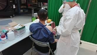 桃醫人員進駐華航園區 今日超過180華航員工接種疫苗