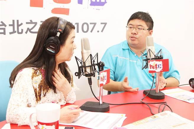 民進黨立委蔡易餘上午接受《周玉蔻嗆新聞》廣播專訪。(周玉蔻嗆新提供)