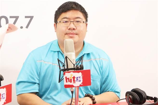 民進黨立委蔡易餘上午接受廣播專訪。(周玉蔻嗆新聞提供)