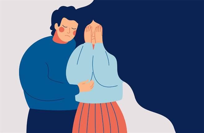 面對親人情緒勒索該怎麼辦?律師呂秋遠給出建議。(示意圖,達志影像/shutterstock)