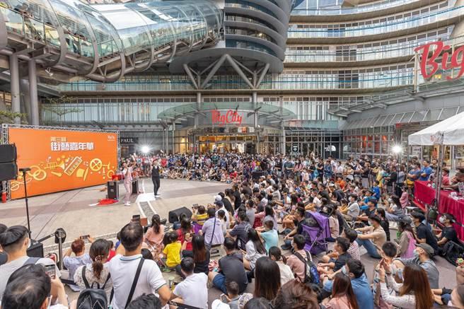 巨城明天將歡度10歲生日,據統計開幕至今已有超過1.2億人次造訪過巨城,10年來的營業額更是達到近千億元,並為地方造就了6000個就業機會。(陳育賢攝)
