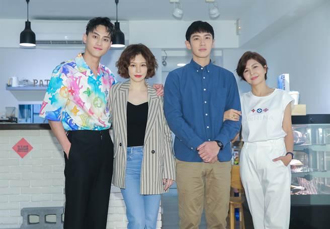 范少勳(左起)、徐若瑄、柯震東、于子育在片中分飾兩對母子。(羅永銘攝)