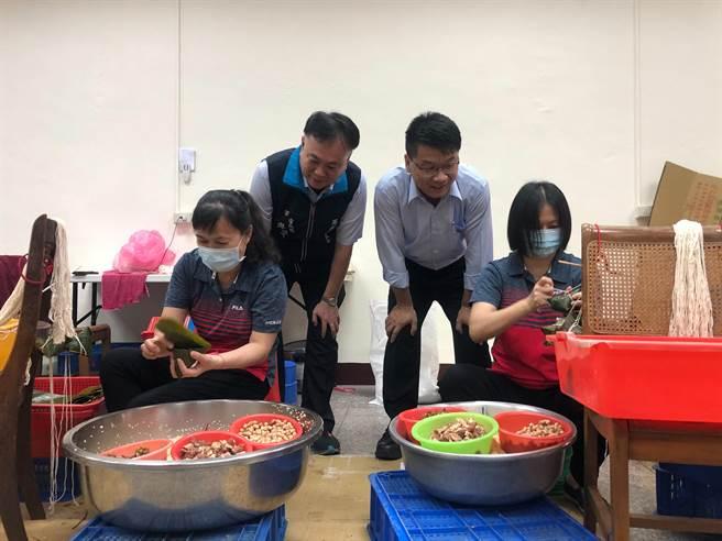 西螺農會今年端午節將恢復供應黃金粽,29日開放預訂,今年價格每顆漲3元。(周麗蘭攝)
