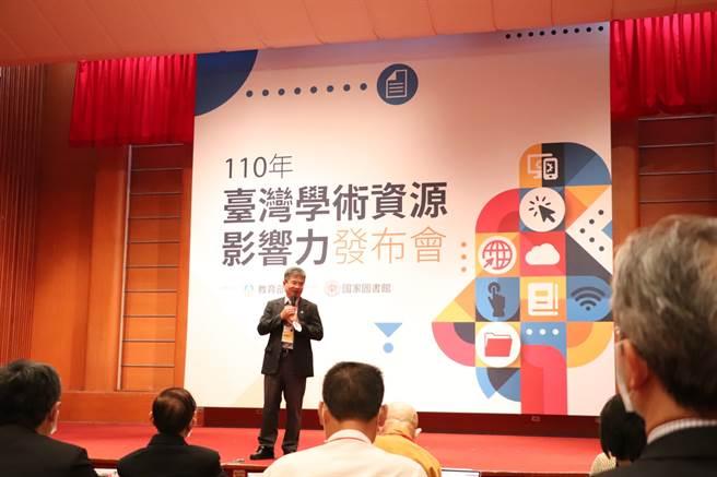 國家圖書館發布110年台灣學術資源影響力,高雄科技大學屬公立技職校院組,分別在全文授權數、下載數拿下第一名。高科大校長楊慶煜特別受邀致詞。(圖/高科大提供)
