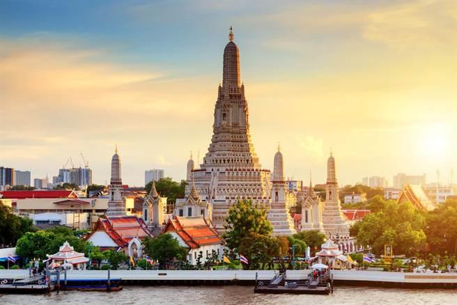 泰國確診人數已創爆發疫情以來新高,泰國政府也宣布延長緊急狀態。(圖/達志影像)