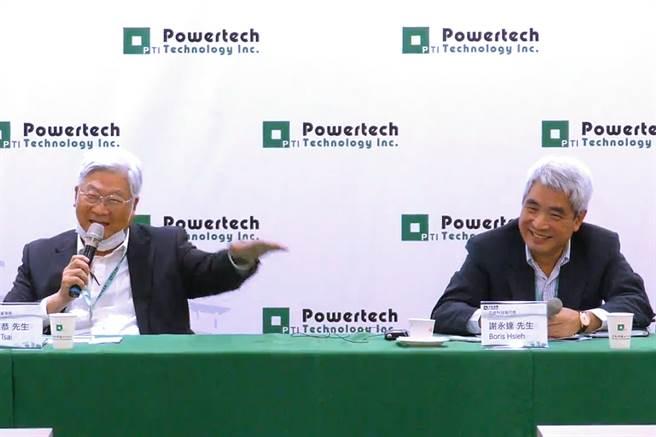 封測廠力成27日召開法說,左為董事長蔡篤恭、右為執行長謝永達。(翻攝直播畫面)