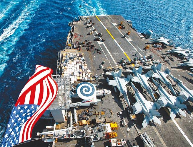 美國與日本官員星期五(4月30日)舉行了有關延伸威懾的雙邊對話。圖為正在阿拉伯海進行海上補給的美國海軍航空母艦艾森豪號(CVN 69)。(摘自美國海軍官網)