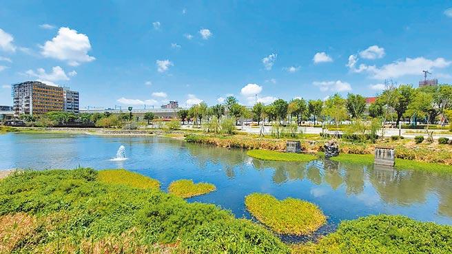 台中市府因應星泉湖枯水期,引回收水穩定水位,守護鳥類、魚類等生物的棲息環境。(台中市府提供/盧金足台中傳真)