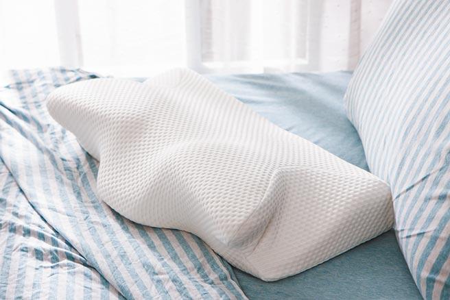生活工場一夜好眠天絲機能枕,原價1980元,會員價999元。(生活工場提供)