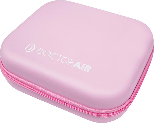 台隆手創館獨家販售DOCTORAIR MINI按摩槍限定粉色,購買即贈專屬收納盒,2990元。(台隆提供)