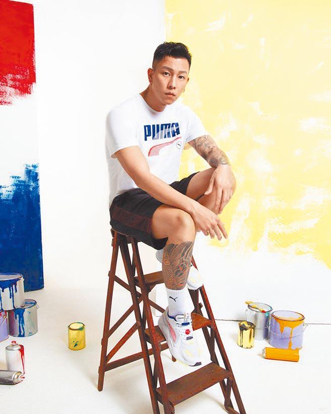 PUMA邀嘻哈男神E.SO瘦子代言,吸引粉絲追捧。板橋大遠百PUMA RS-X Decor8鞋款3980元,現有2件8折。(遠百提供)
