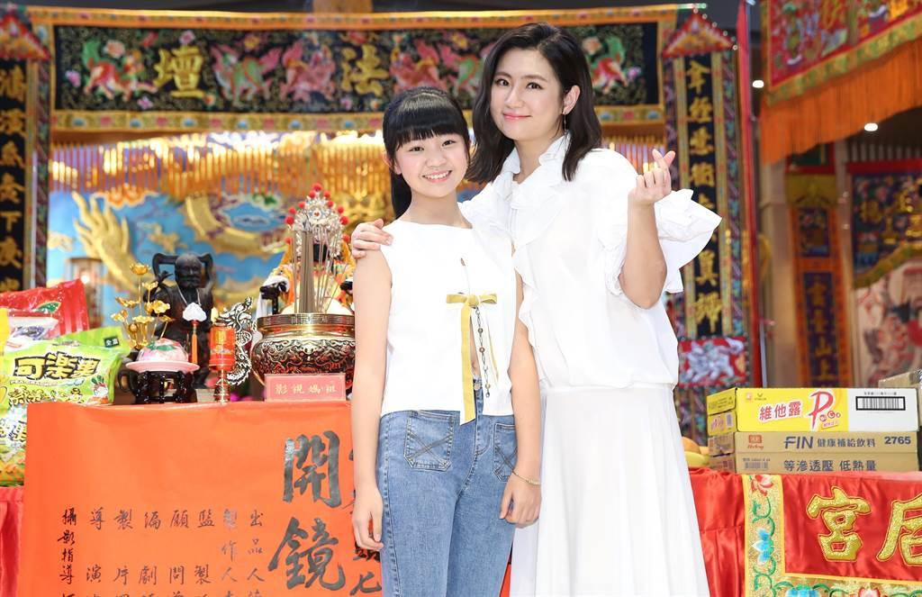 Selina首次在大銀幕演出母親,吳以涵飾演她女兒。(陳俊吉攝)