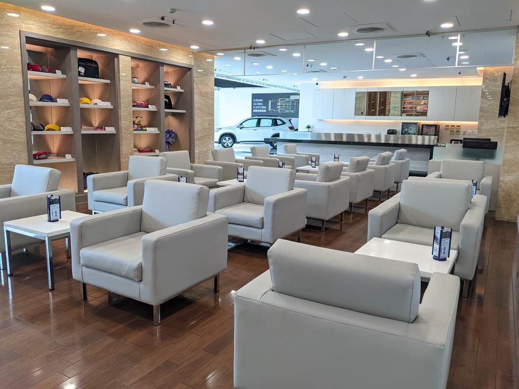 全新開幕的SUBARU台中冠慶展示中心內部面積達200坪的展示中心可提供8部車輛展示,提供消費者寬敞舒適的賞車環境。