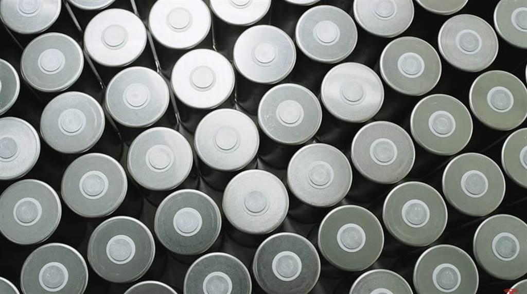 特斯拉 4680 電池何時能量產?馬斯克:最快一年後