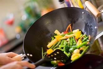 各種鍋具哪種容易釋出毒素?譚敦慈揭「地雷用法」