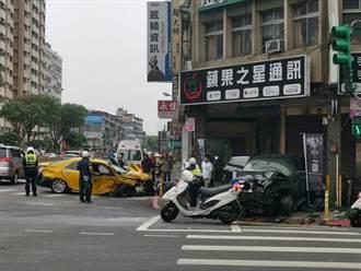 萬華BMW休旅車與小黃凶猛對撞 車頭全毀衝騎樓撞爛一排機車