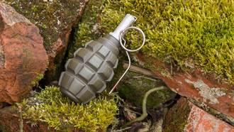 森林裡發現大批手榴彈 拆彈小組秒衝現場全傻眼
