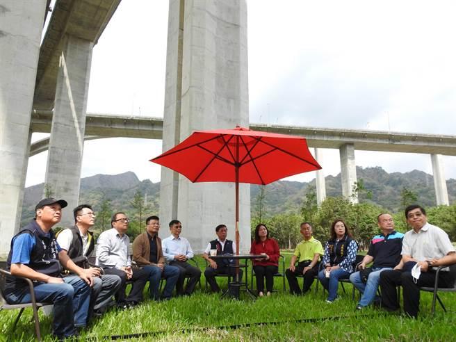 立委馬文君說,高公局是橋聳雲天綠雕園區主管機關,縣府把園區打造的美輪美奐,也是高公局的另一項傲人成果。(南投縣政府提供)