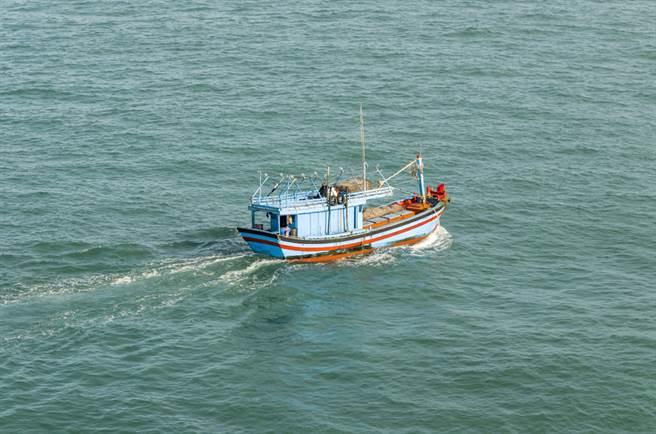 一艘搭載16人的偷渡船從多明尼加出發,預計前往波多黎各,無奈眾人上船不久後就發現指南針故障,開啟了12天的海上漂流。(示意圖/達志影像)
