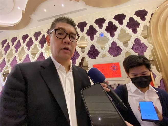 國民黨智庫副董事長連勝文28日表示,對有各方人馬要選,走自己的路,他也反問,有誰能比他在2022年對國民黨更有貢獻的,贏得2022年的選舉。(盧金足攝)
