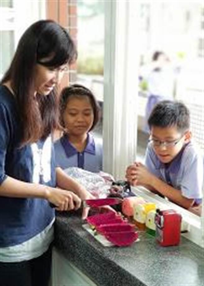 國小退休校長李榮善經營的「夫子自然農園」導入食農教育。(李榮善提供∕呂妍庭嘉義傳真)